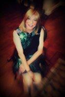 Dressing service model Debbie
