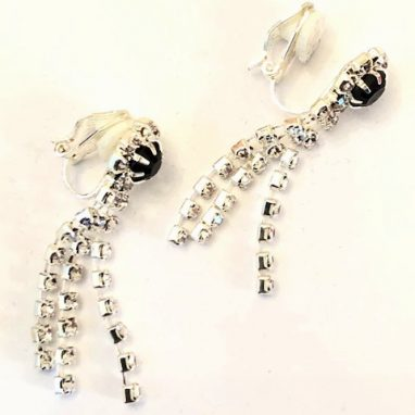 <strong>ER10 </strong>Three strand drop earrings